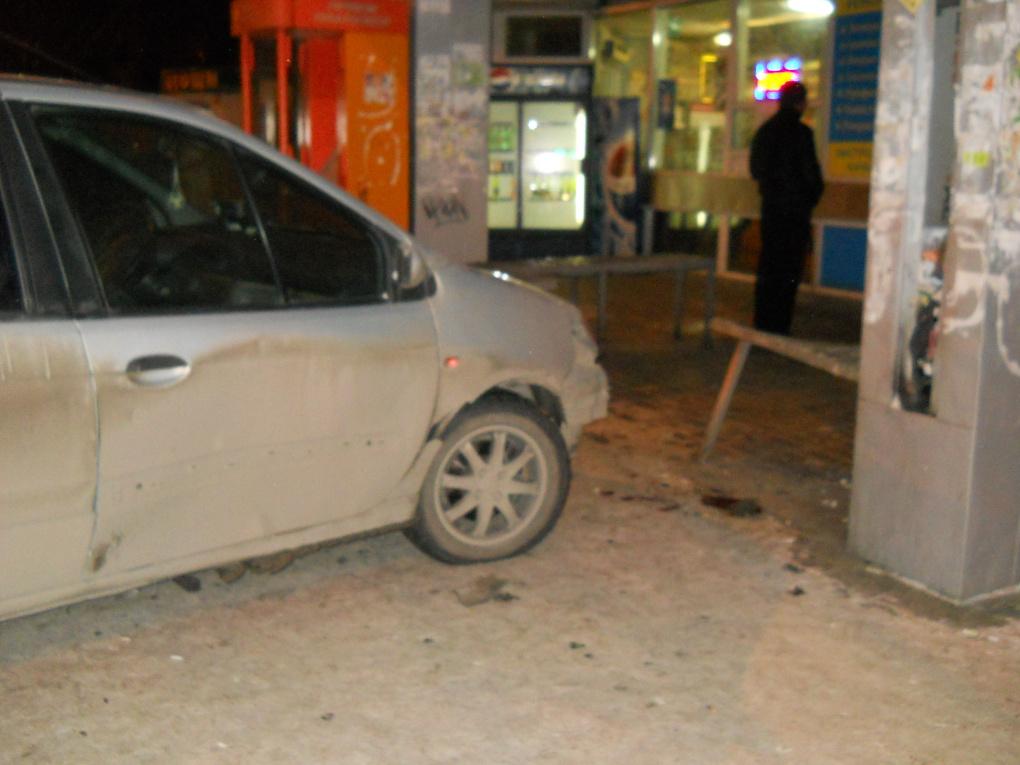 Renault сбил пенсионера на остановке «Щорса»