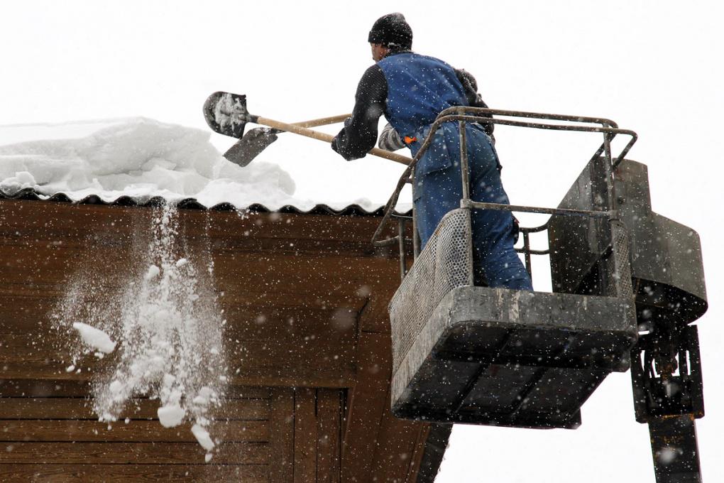Жители дома на Изоплитной: «Из-за бездействия УК у нас протекает крыша»