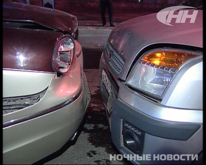 Ночью на 8 Марта столкнулись Jaguar, Ford и «пьяная» «Волга»