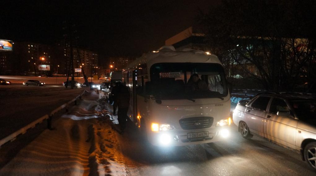 На Комсомольской Opel устроил ДТП с двумя маршрутками