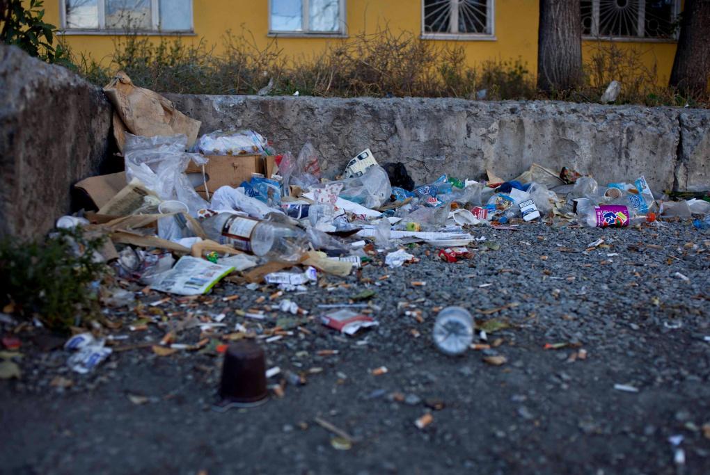 Екатеринбуржцев просят жаловаться на переполненные помойки
