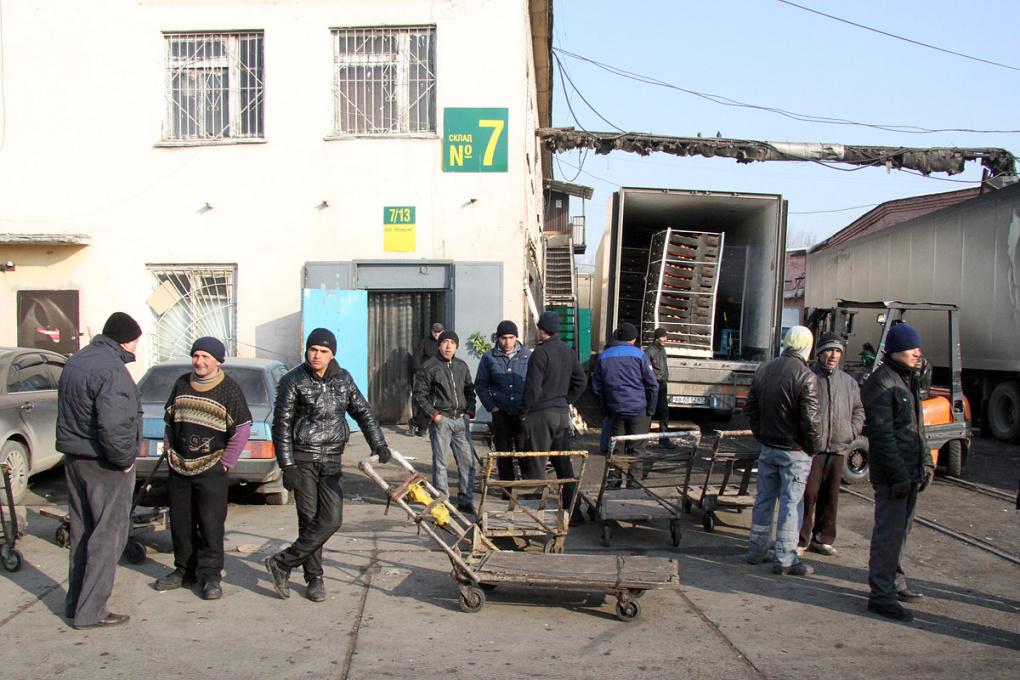 Свердловские приставы за год сэкономили полмиллиона на мигрантах