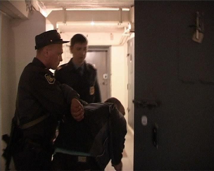 Полиция поймала узбека, который с пневматикой ограбил девушку