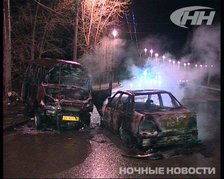 Две машины сгорели в аварии на Щербакова