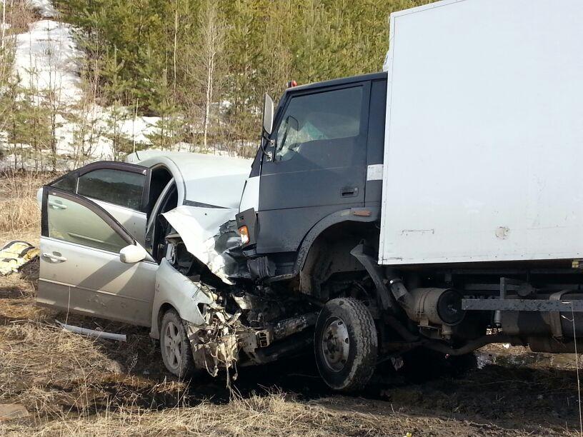 На ЕКАД грузовик смял Toyota