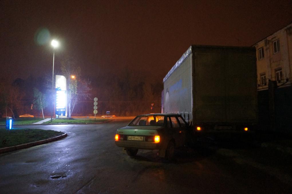 На улице 8 Марта ВАЗ въехал под грузовик