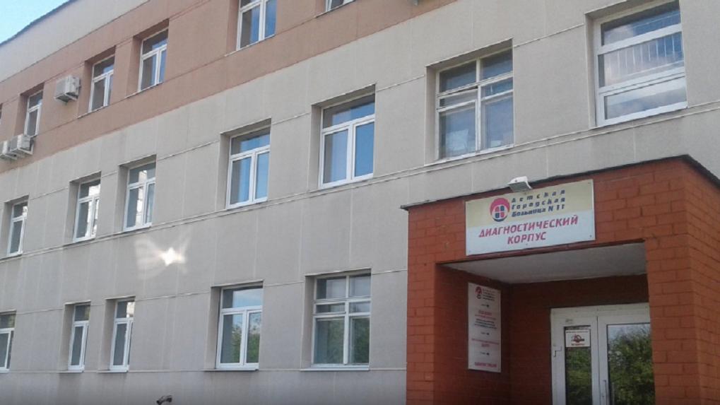 В разгар пандемии детская больница № 11 потратит 4,2 млн рублей на золотые сувениры и календарики