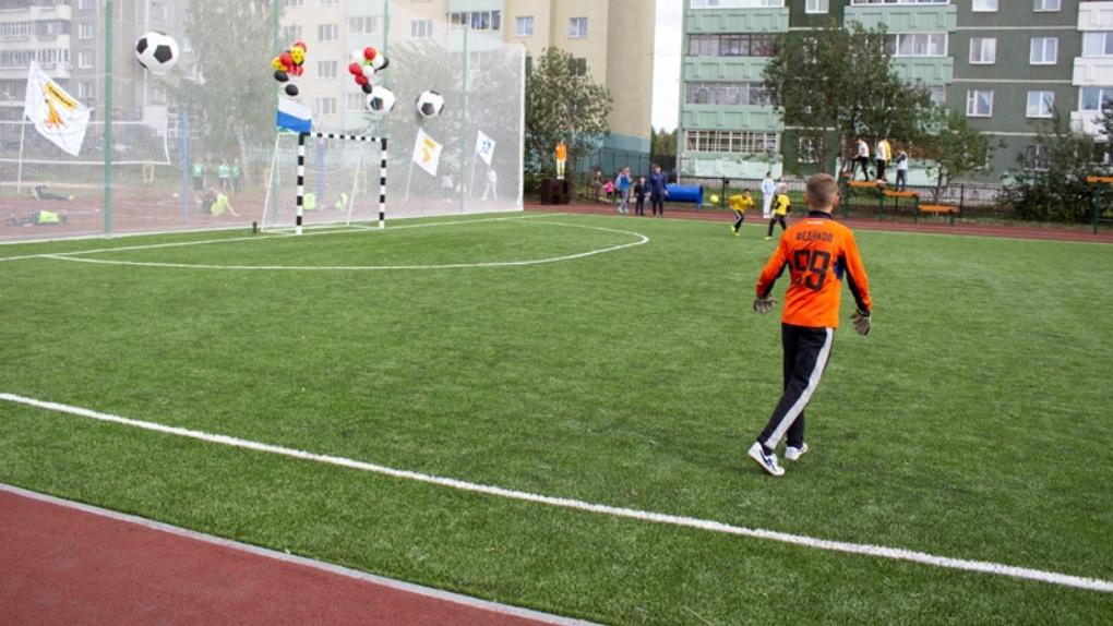 В Екатеринбурге построили стадион для пяти школ за 16,9 млн рублей. Фото