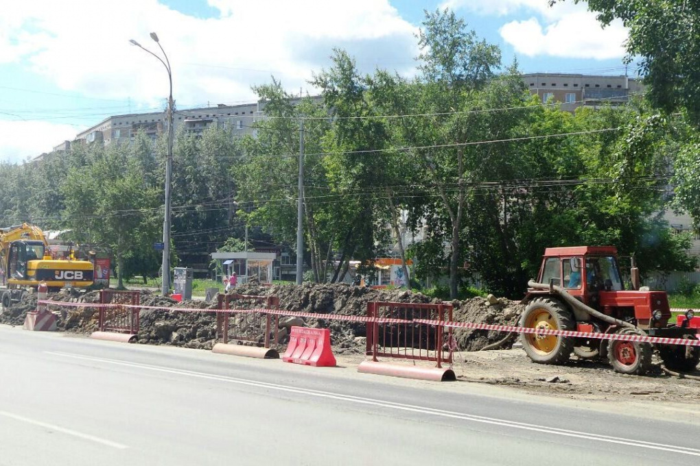 Водоканал ищет место прорыва трубы на Сыромолотова