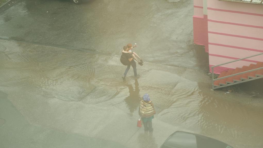 На Екатеринбург обрушился ливень. Последствия непогоды