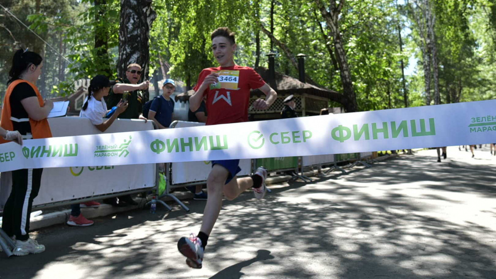 Жители Екатеринбурга вышли на старт «Зеленого марафона»