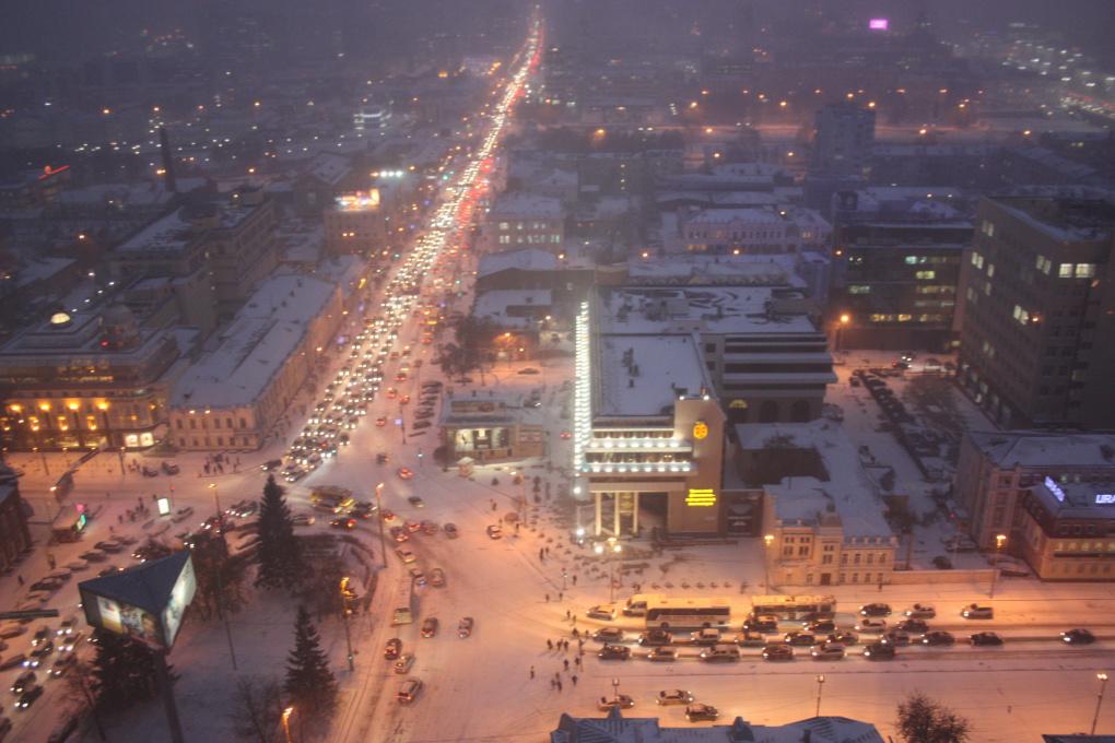 Екатеринбург встал в пробках из-за снегопада